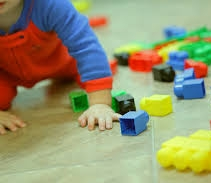 Como brincar com bebês para que se desenvolvam?