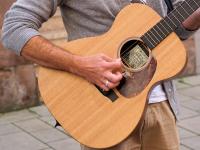 Roda de turma musical: violão e cavaquinho
