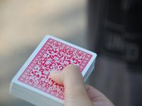 Truques básicos de mágica em baralho