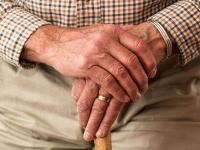 Como cuidar do idoso acamado