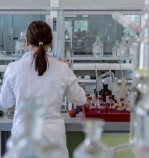 Assistência em Exames Laboratoriais